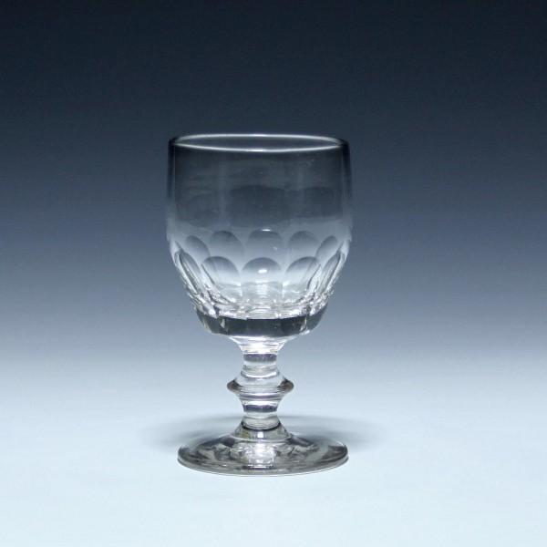 Weinglas mit ausgeschliffenem Abriss und Schliff - 19. Jh. - 11,9 cm