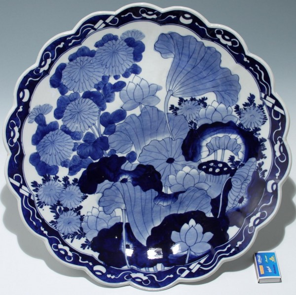 Big Japanese Blue and White Charger - 19th. C. - Ø 46 cm