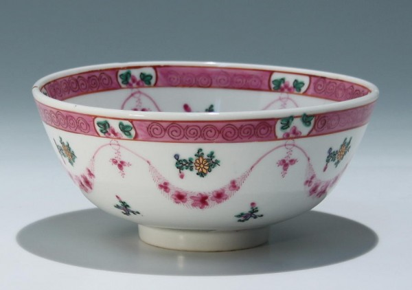 Chinese Famille Rose Porcelain Bowl Ø 15,8 cm