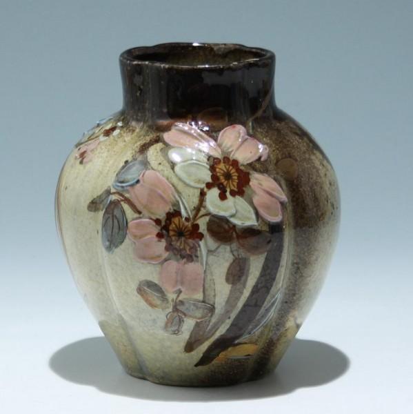 Reliefiert bemalte Jugendstil Keramikvase