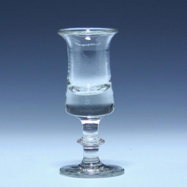 Schnapsglas mit ausgelipptem Rand - 19. Jh. - 11,4 cm