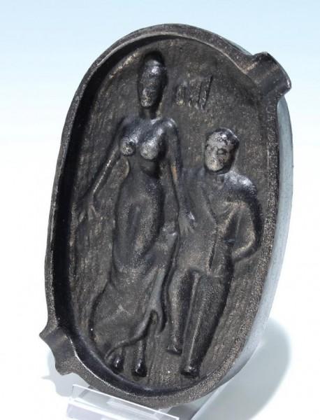 Erotischer Eisenguß Ascher - ohne Marke