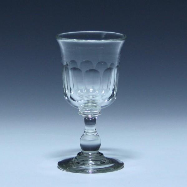 Portweinglas mit ausgeschliffenem Abriss und Schliff - 19. Jh. - 10,7 cm