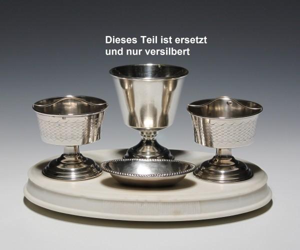 Silberset auf Marmorsockel - 19. Jh. ein Teil repariert, ein Teil ergänzt