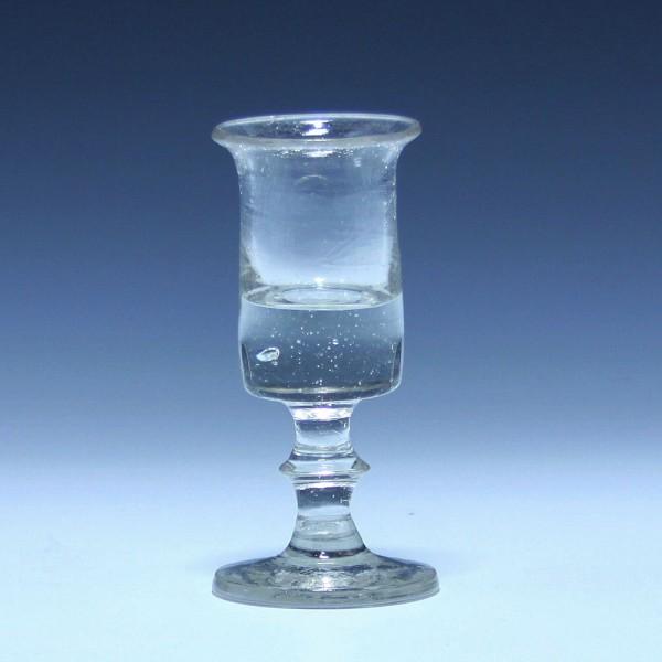 Schnapsglas mit ausgelipptem Rand - 19. Jh. - 10,5 cm -GLASKRANK