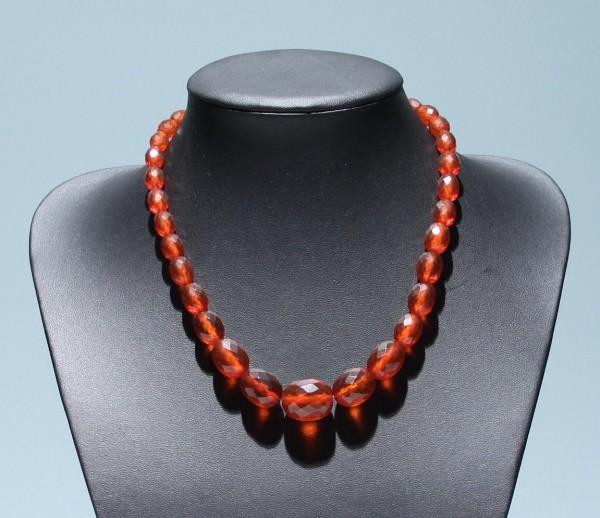 Bakelit Halskette mit geschliffenen Oliven 1930er Jahre - 48 cm
