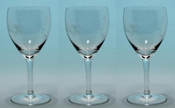 3 handgeschliffene Weingläser mit Strahlenschliff 1960er Jahre 14,6 cm