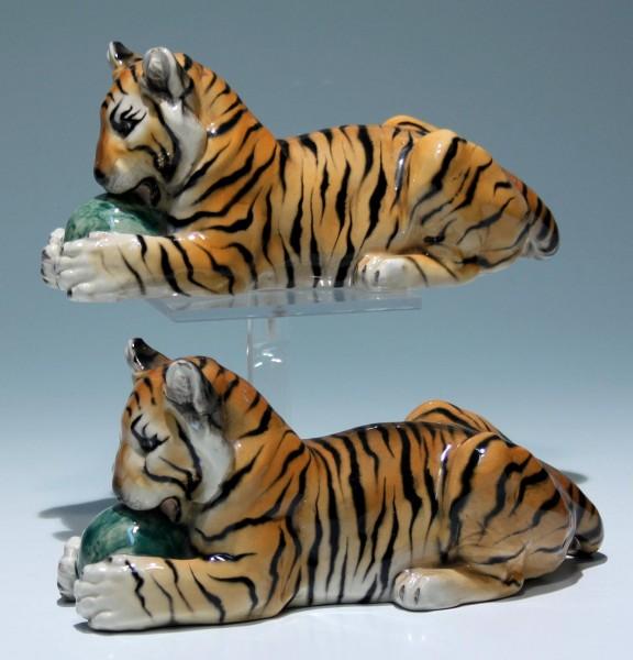 Paar Wiener Kunstkeramik KERAMOS Tiger mit Ball - beschädigt