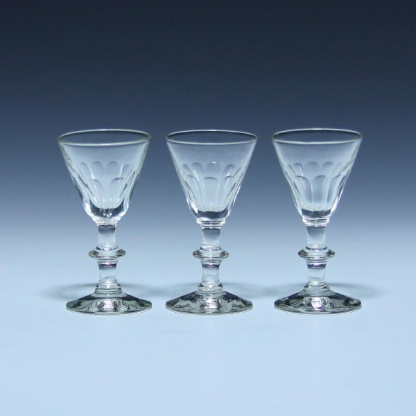 3 Likörgläser oder Schnapsgläser mit Schliff - Ende 19. Jh. - 8,3 cm
