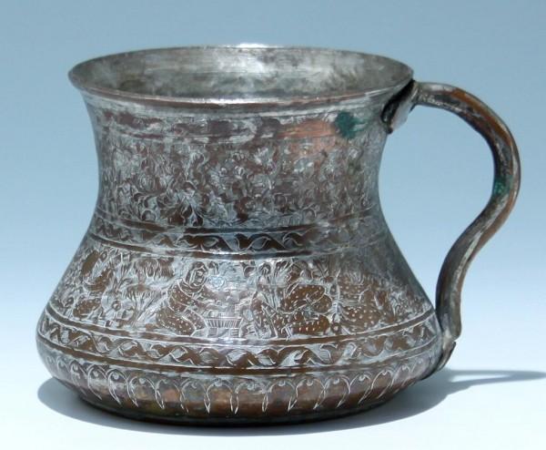 Kupferkrug mit Figurenfries - Gajar / Qajar, Persien