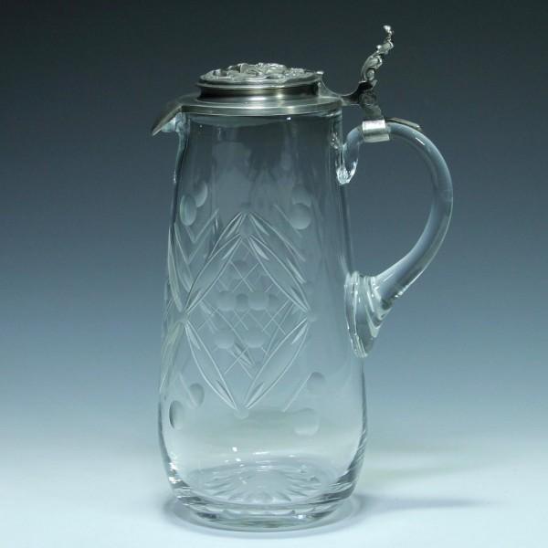 Handgeschliffene Glaskanne mit Zinndeckel - 2. H. 20. Jh.