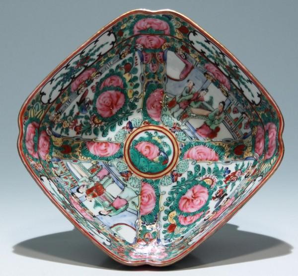Chinese Famille Rose Porcelain Bowl Ø 20,3 cm