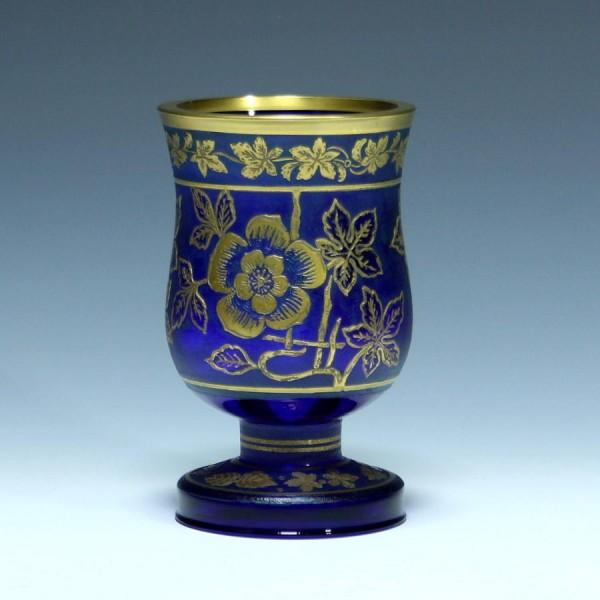 Fußbecher mit geätztem Weinlaubmotiv - kobaltblau