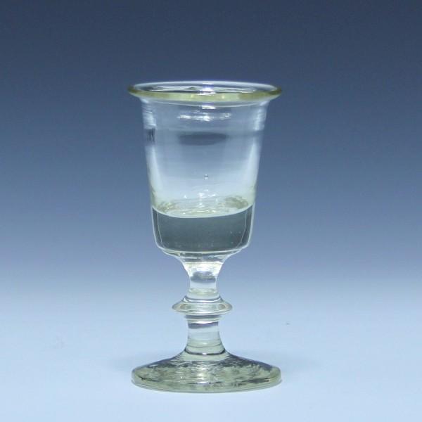 Schnapsglas mit ausgelipptem Rand - 19. Jh. - 10,2 cm