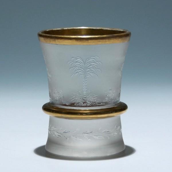 Biedermeier Becherglas mit sehr feiner geblänkter Gravur - circa 1840