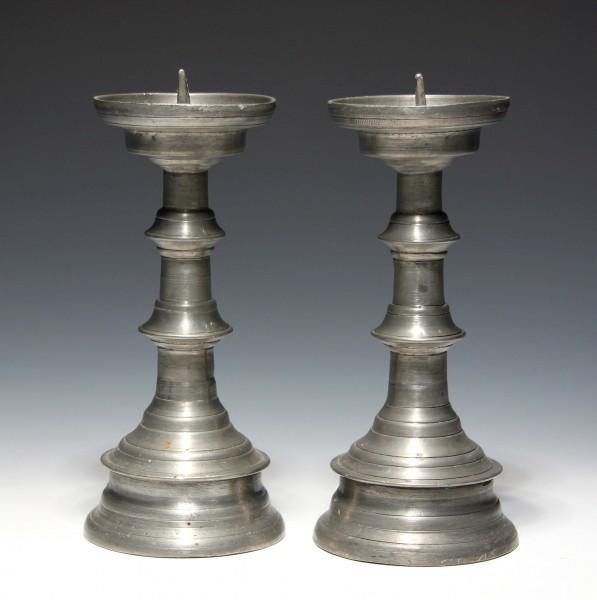 Paar Zinnleuchter Scheibenleuchter im Stil der Gotik - unikate Handarbeit - 20. Jh.
